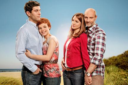 La strada per la felicità   Orme sulla sabbia: in anteprima la prima puntata in lingua originale della nuova serie della soap