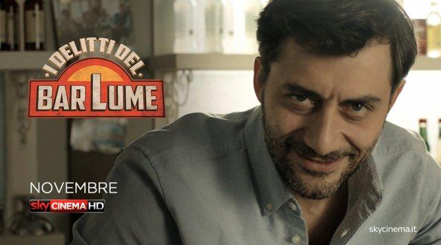 """I delitti del BarLume, anticipazioni primo episodio """"Il re dei giochi"""" questa sera su Sky cinema 1 con Filippo Timi"""
