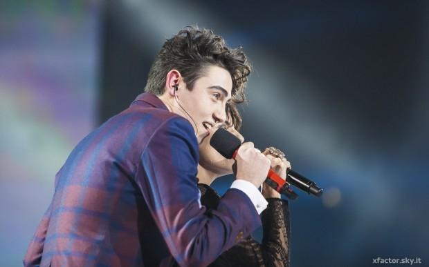 """X Factor 7 (LA FINALE) – Michele Bravi canta """"Gocce di Memoria"""" con Giorgia (Video)"""