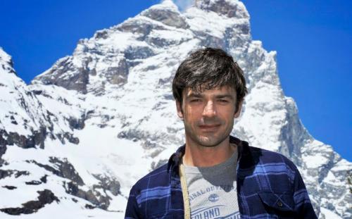 Pericolo verticale, Luca Argentero sbarca su Sky Uno per raccontare salvataggi estremi sulla neve