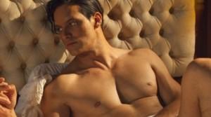 Fiction Rodolfo Valentino, Gabriel Garko completamente nudo per 15 secondi ma la rete non ci sta!