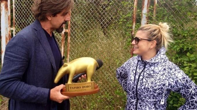 Striscia la notizia, tapiro d'oro a Emma Marrone