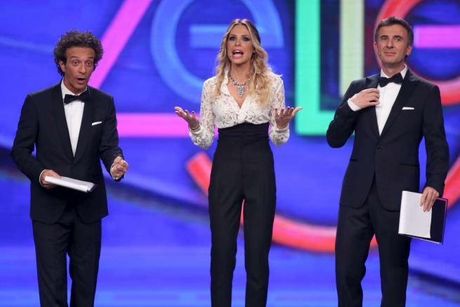 Zelig, conducono la puntata Ilary Blasi e Ficarra & Picone: ospite Elisa