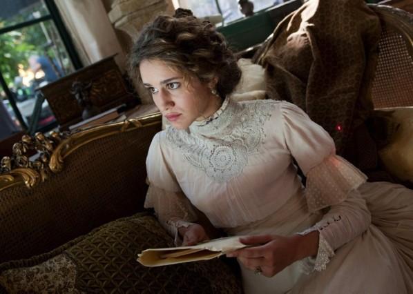 """Grand Hotel anticipazioni, Valentina Bellè racconta la sua Adele: """"E' una storia corale, nella quale nessun personaggio è veramente quello che sembra"""""""