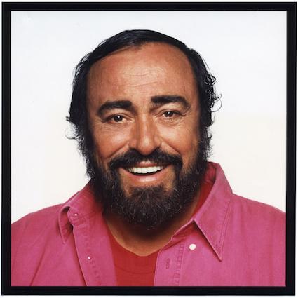Luciano Pavarotti protagonista della puntata celebrativa di Unici su Rai due