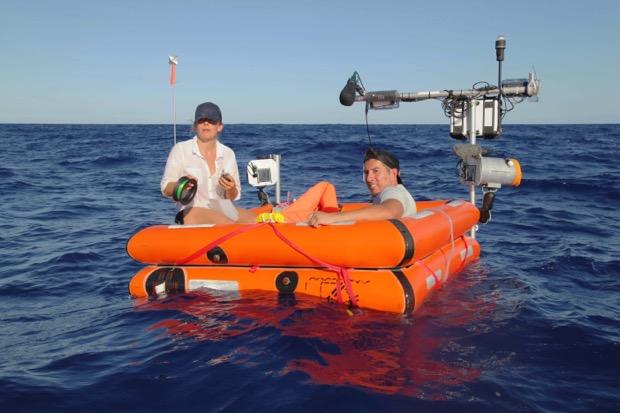 """""""The raft – alla deriva"""", come sopravvivere in mare aperto con uno sconosciuto in onda su DMAX"""
