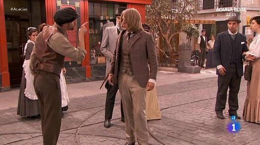 Una vita, Claudio viene aggredito per strada (puntata del 31 marzo)