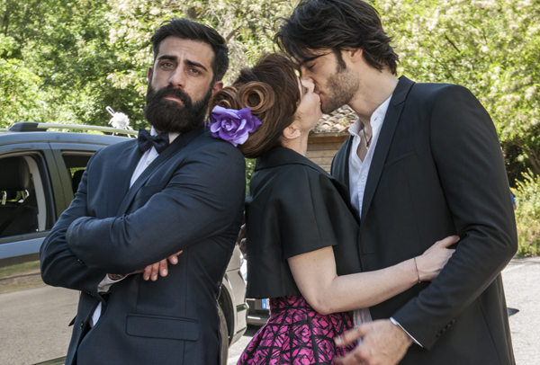Matrimoni e altre follie, anticipazioni quarta puntata del 15 Giugno: Luciano e Giusy a letto insieme, ma per lui arriva Johnny… (video e promo)