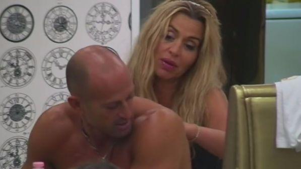 Gf Vip: tra Valeria Marini e Stefano Bettarini è flirt?
