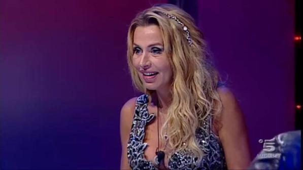 Grande fratello vip, in nomination Laura e Gabriele ma in finale sono in 5: eliminati Andrea, Elenoire e Mariana