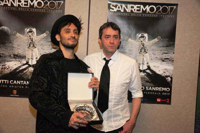 Sanremo 2017, Fabrizio Moro e Maldestro ricevono il premio Lunezia