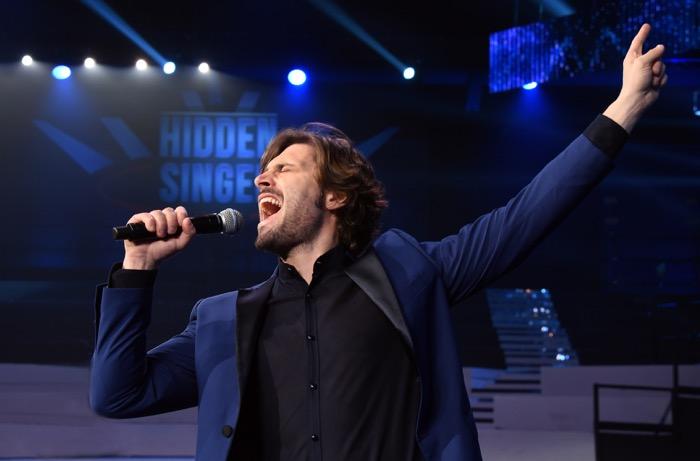 Hidden singer Italia, Federico Russo conduce lo show che celebra le star