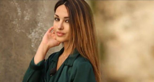"""Uomini e Donne, Gianni Sperti: """"Rosa Perrotta sta mentendo: è finta!"""""""