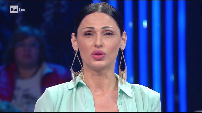 """Anna Tatangelo vs il web:""""Ho solo sbagliato look e outfit!"""""""