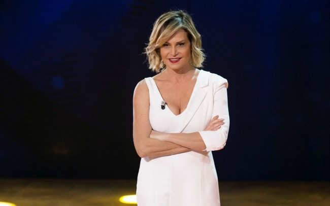 Simona Ventura conduce Surviving Africa su Italia Uno?