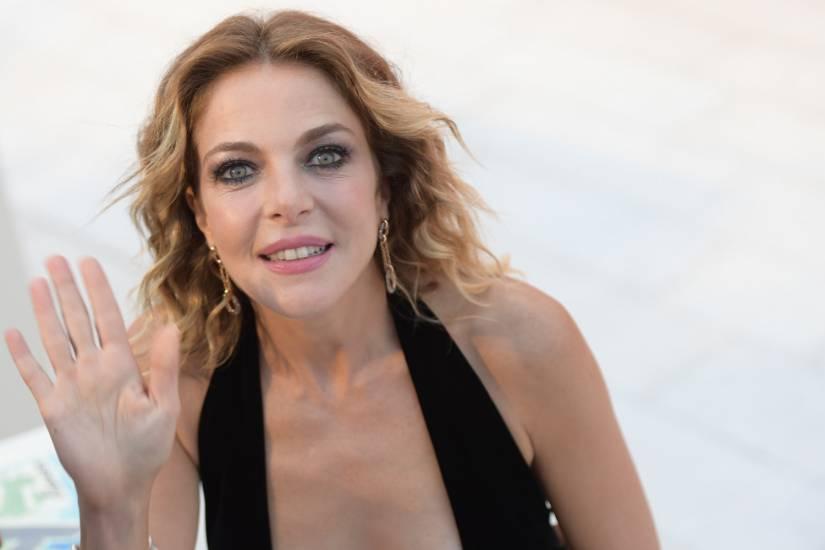 """Claudia Gerini denuncia: """"Non conosco Zoe Brock: sesso a tre? E' tutto falso"""""""