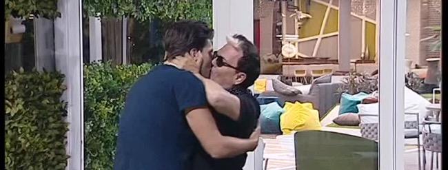 Grande fratello vip, il bacio tra Malgioglio e Flaherty e altri eventi (daytime del 4 ottobre)