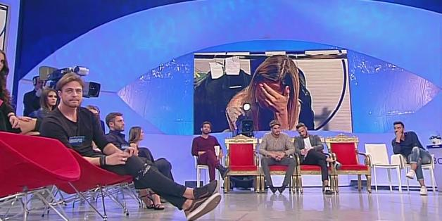 Uomini e donne, le lacrime di Sabrina: Matteo lascia il programma (classico del 14 novembre)