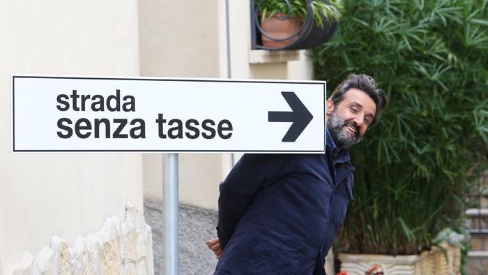 """""""La strada senza tasse"""", Flavio Insinna al timone di un nuovo programma su Rai tre"""