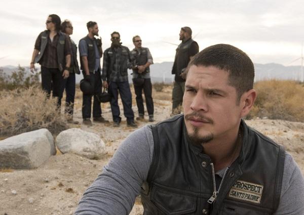 Mayans MC: FX ordina la serie, ecco la prima foto dello spin-off di Sons of Anarchy