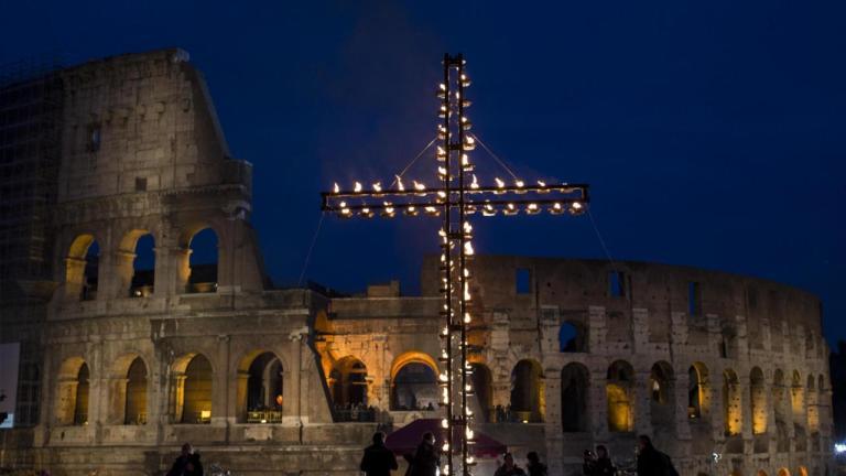 Guida Tv 30 marzo: Via Crucis, Nemo, Cyrano – L'amore fa miracoli