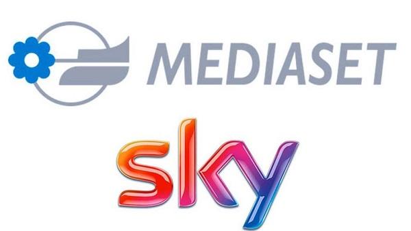 Sky e Mediaset siglano un duplice accordo: la pay TV arriva sul digitale terreste