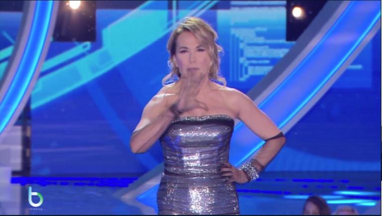 Grande fratello Cinque Live 15, il freak show di Barbara D'Urso è iniziato: primo eliminato Simone (uno dei boni)