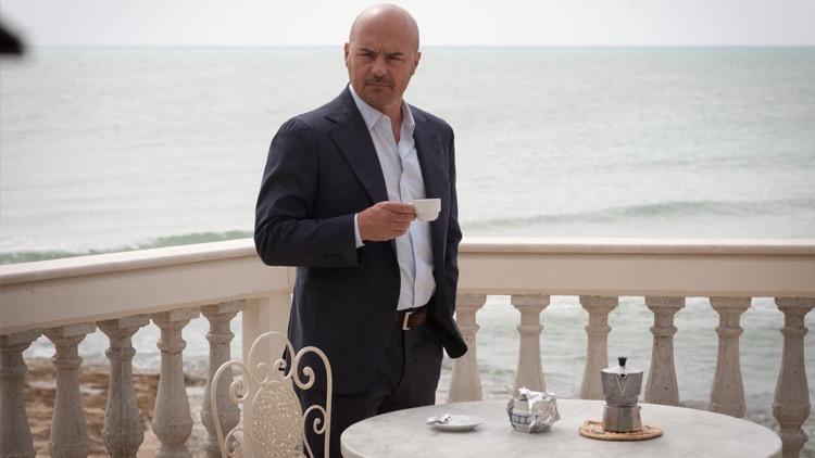 Guida Tv 16 aprile: Il commissario Montalbano (anticipazioni), Report (anticipazioni), L'isola dei famosi finale