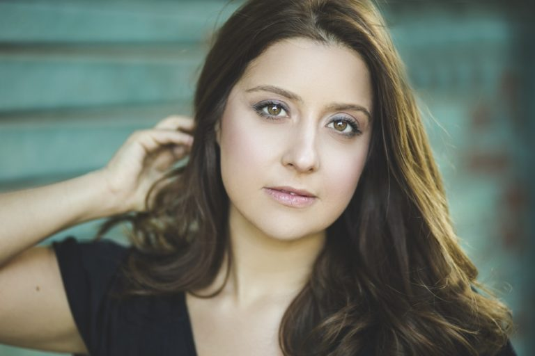 Anna Elena Pepe, l'intervista a un astro nascente del cinema e della tv