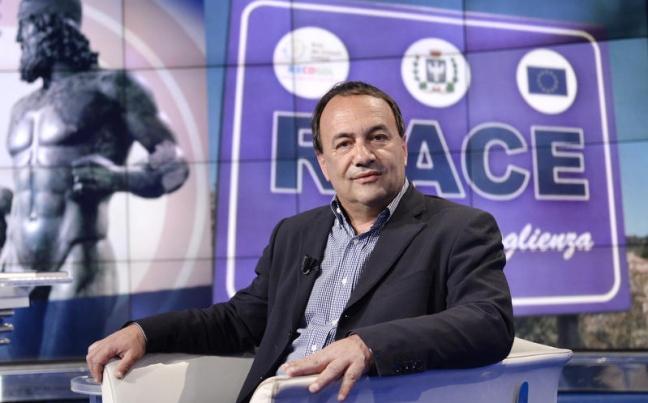 Il sindaco di Riace Lucano ospite da Fabio Fazio ma è già polemica e scontro politico