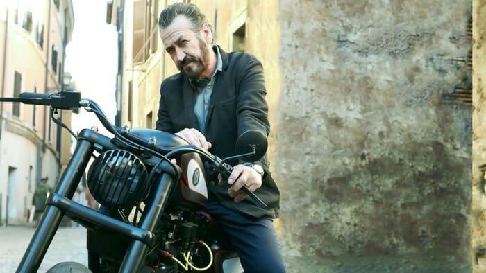 Guida Tv 31 ottobre: Rocco Schiavone 2, Piero Chiambretti su Rete 4