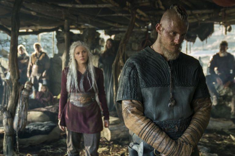Guida serie TV del 16 dicembre: SEAL Team, Vikings, Riviera