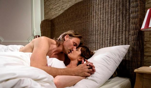 Michael e Xenia a letto insieme