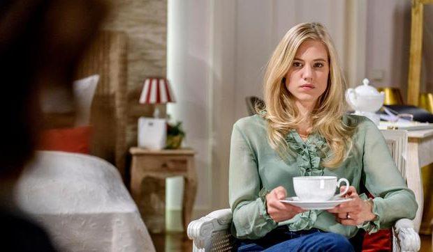 Alicia e Annabelle sospettano di Xenia