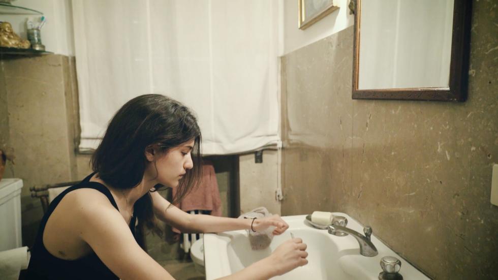 """""""Tagli"""", storie di autolesionismo nel documentario in esclusiva su DPLAY Plus e poi su Real time"""