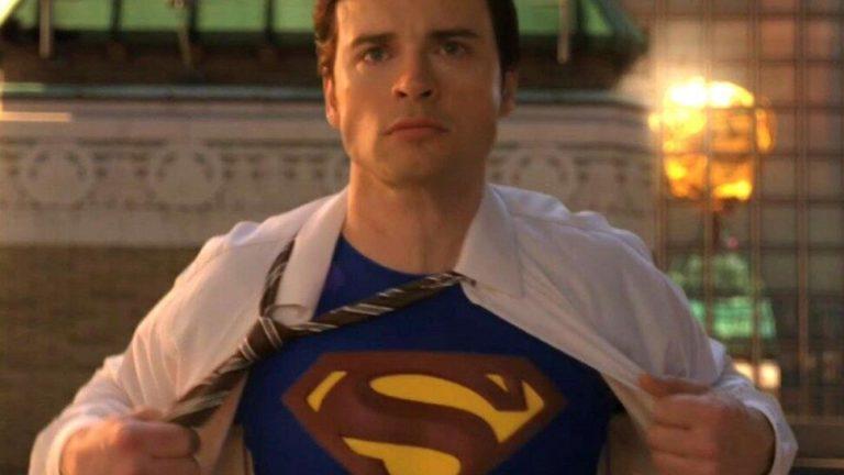 Arrowverse: Stephen Amell commenta il ritorno Tom Welling nel ruolo di Superman