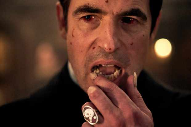 Dracula: il primo inquietante trailer della miniserie BBC
