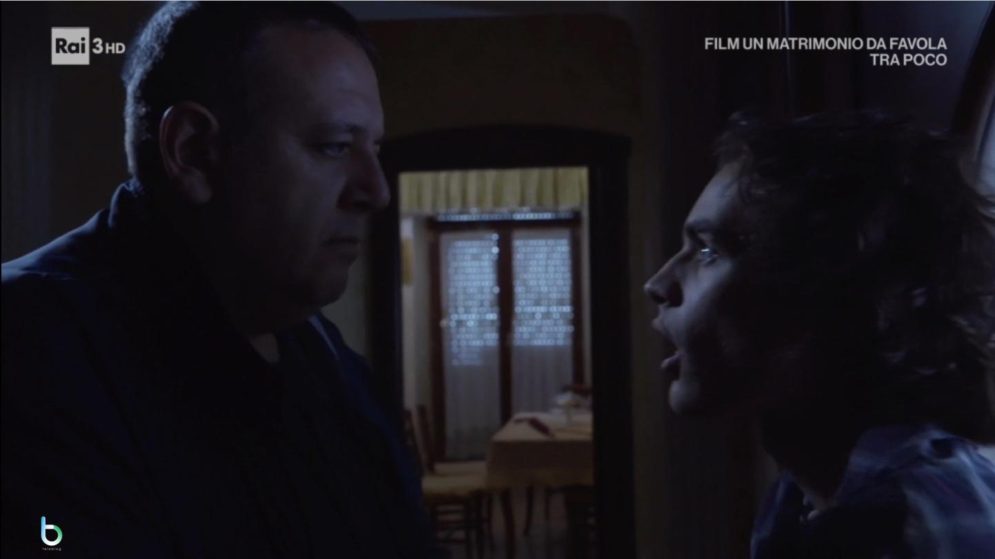 Un posto al sole, Vittorio l'intruso (puntata 27 dicembre)