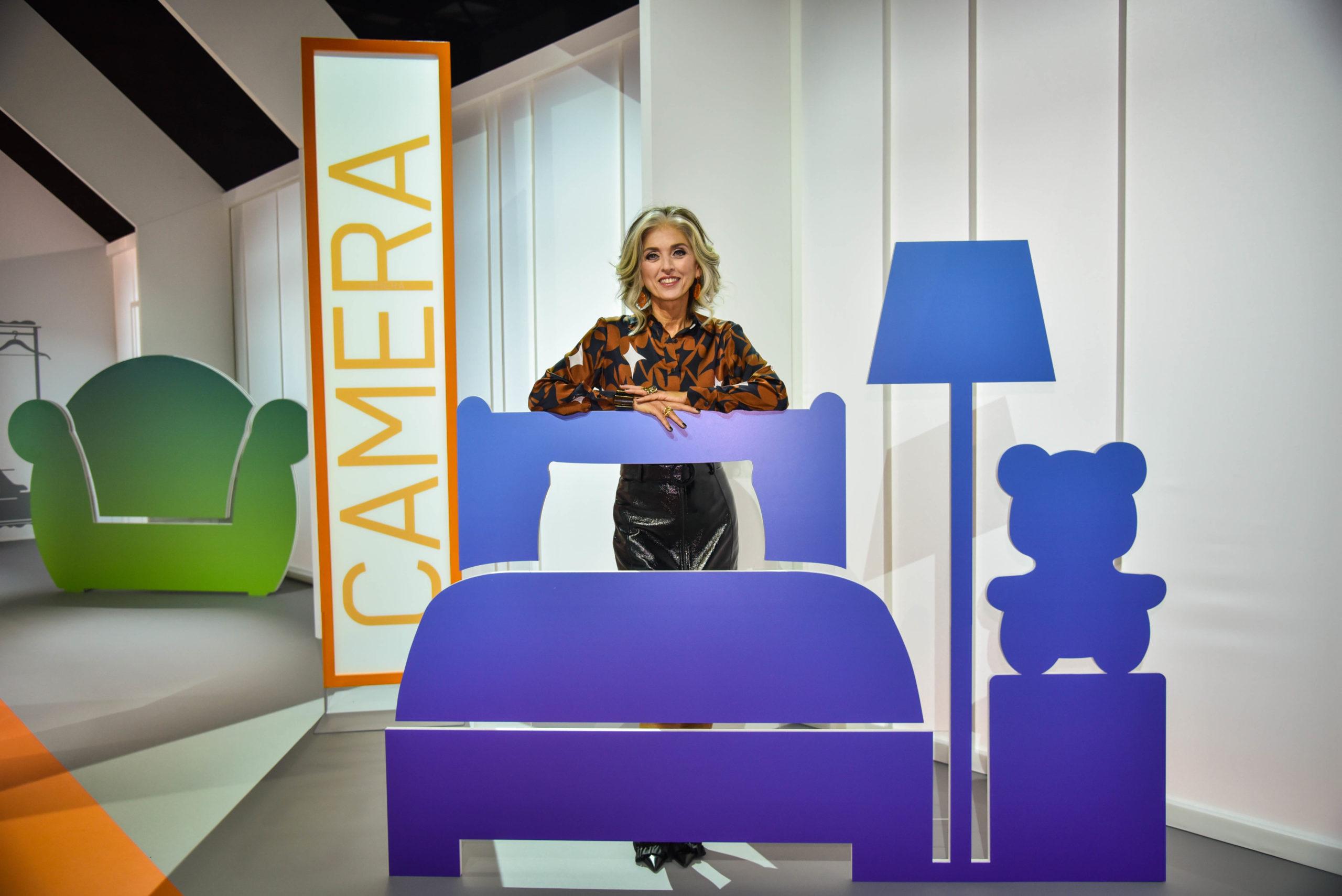 Paola Marella conduttrice del programma A te le chiavi durante la registrazione del programma