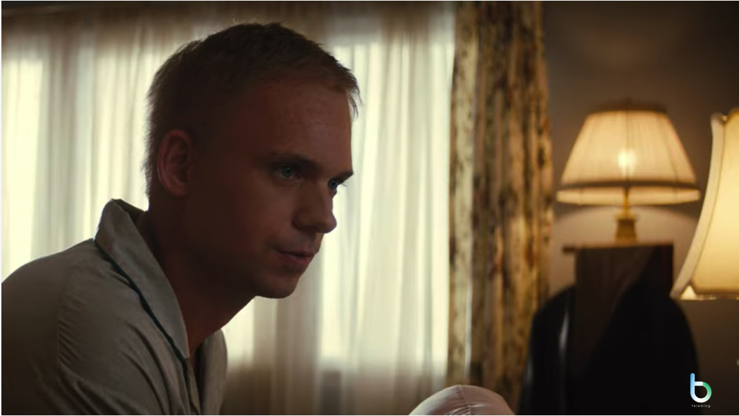 Patrick J.Adams in The right stuff Disney+