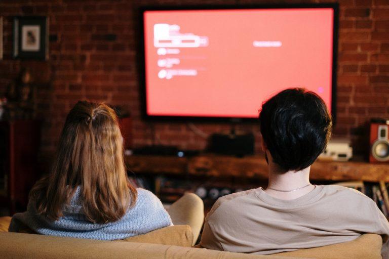 Serie televisive in lingua originale: quali sono i vantaggi per lo spettatore?