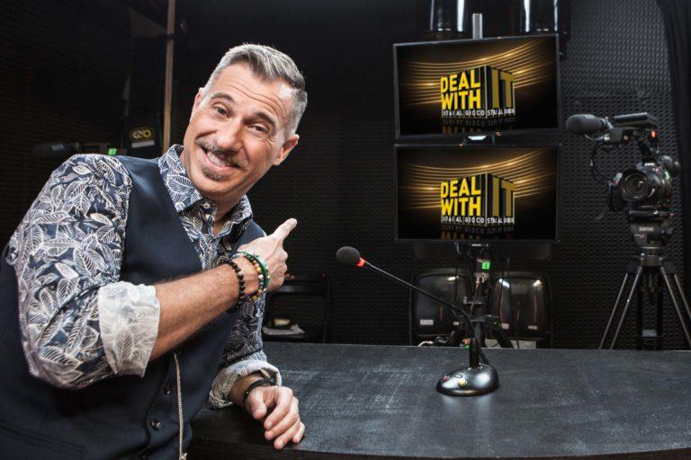 """""""Deal with it – Stai al gioco"""", Gabriele Corsi torna al timone del game show su NOVE"""