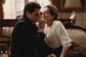 Una Vita, Genoveva seduce Antonito mentre il Banco Americano fallisce (anticipazioni)