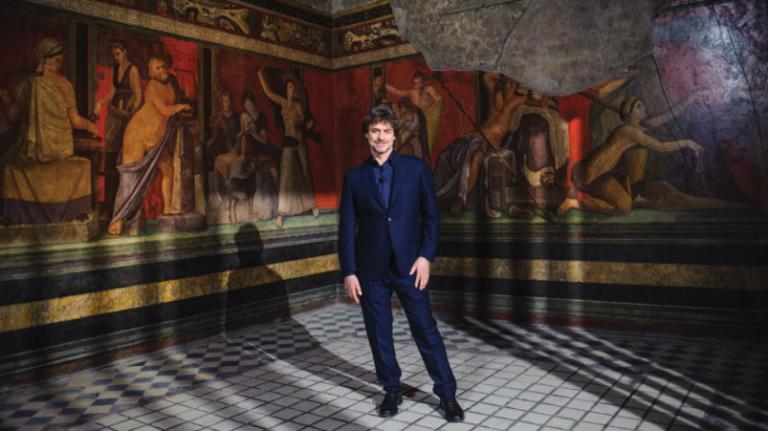 Ascolti tv 9 dicembre, serata vinta dalla replica di Stanotte a Pompei: podcast