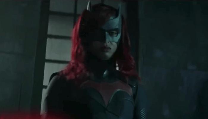 Batwoman: la Batmobile in azione nel full trailer della seconda stagione