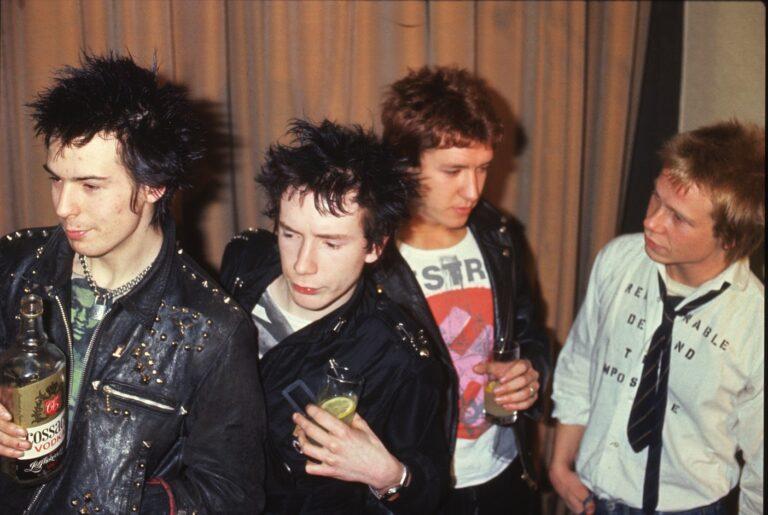 Sex Pistols: Danny Boyle regista della nuova serie FX con Maisie Williams