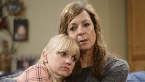 Guida serie TV del 5 maggio: Mom, Suits, Roswell