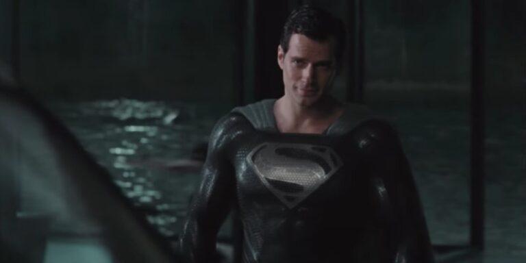 Justice League: Superman indossa il costume nero nella clip HD